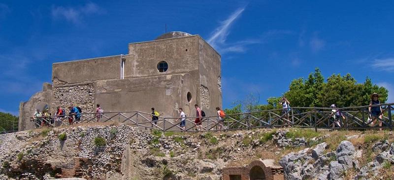 Visitantes na Villa Jovis em Capri